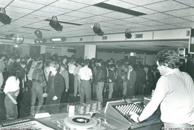 XP Title: Disco in de Stadskelder. (11-1983)